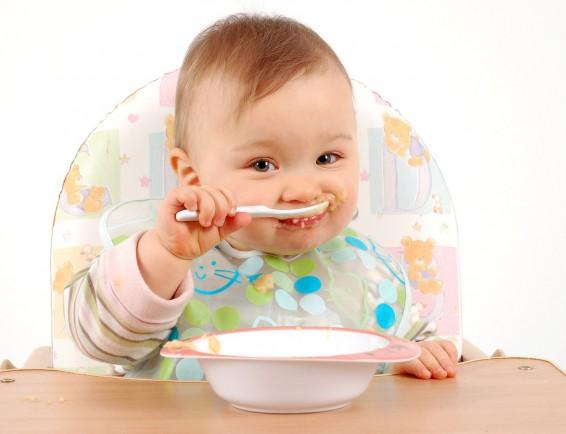 baby-eating-3-e1440250714886
