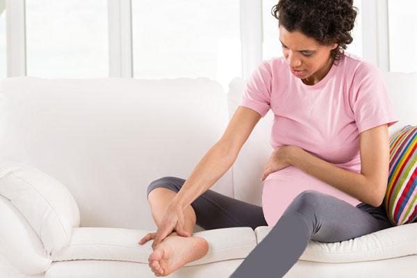 علت گرفتگی پا در دوران بارداری