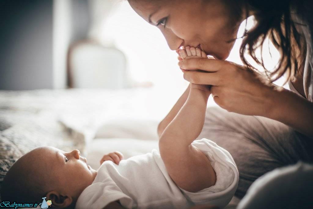 بوسیدن نوزاد چه عوارضی به همراه خواهد داشت؟