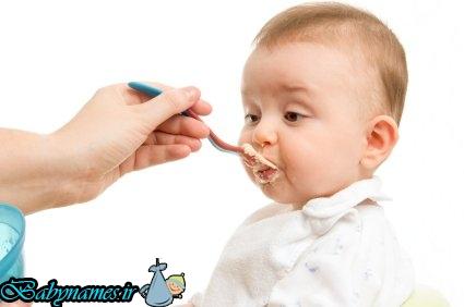 کودک را مجبور به غذا خوردن نکنید